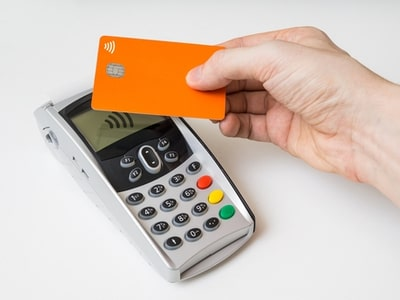 An image depicting a contacless transaction using Near Field Technology